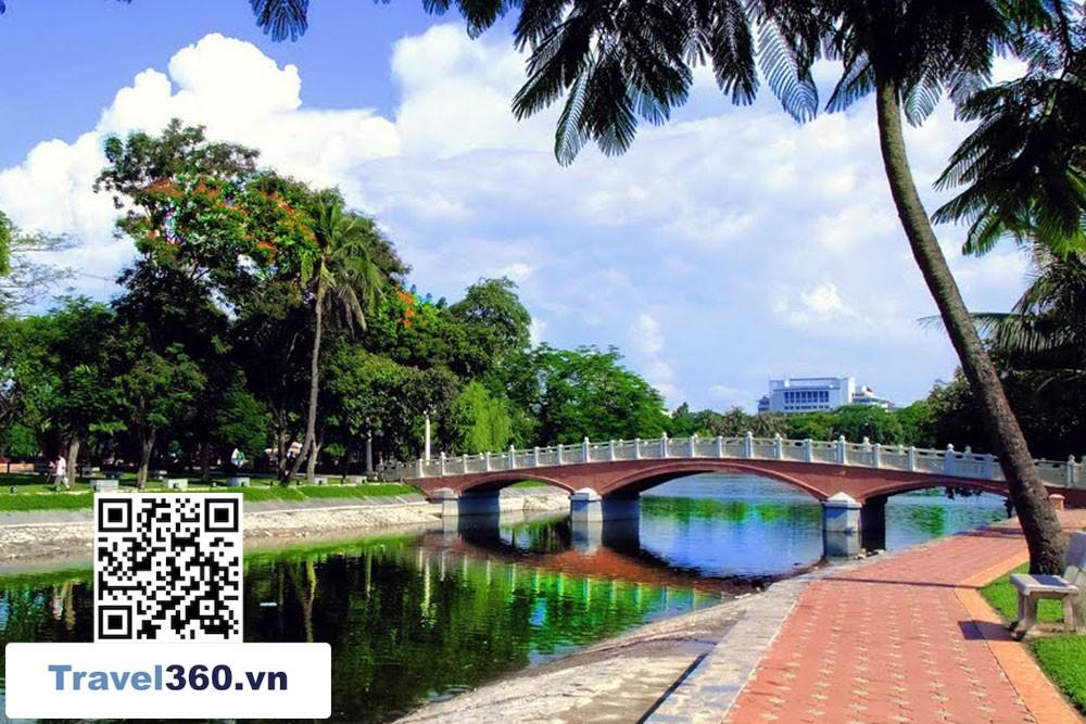 Thong Nhat Park in beige